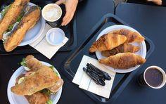 food essen breakfast frühstück straßburg strasbourg france frankreich croissants baguette coffee kaffee restaurant cafe