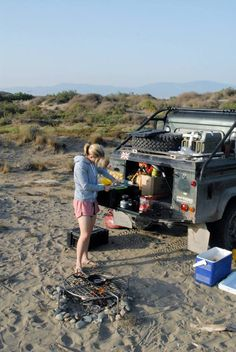 Land Rover Defender 90 Td5 pick-up. Camping life style.