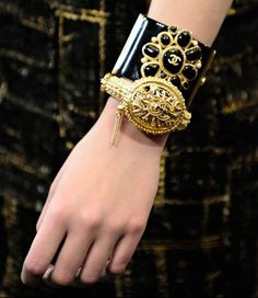 Chanel Pre Fall 2011- Paris-Byzance accessoires #gold @chanel