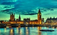 イギリスを構成する4つの国の一つであるイングランドの首都「ロンドン」では、魅力的な観光スポットが満載です!まずは、観光の代表ともいえるイギリスの歴史を満喫できる「バッキンガム宮殿」「タワーブリッジ」「ビッグベン」などの観光スポットがあります。 また、ロンドンには「大英博物館」「シャーロックホームズ博物館」などを代表する巨大ミュージアムが多数あり、「ウエントミンスター寺院」など世界遺産に登録されている建造物もあり見どころ満載です。今回は、そんなロンドンの定番観光地ともされる絶対に行きたい人気スポットを15ヶ所厳選してご紹介します。ロンドンへ訪れる際は、ぜひ参考にしてみてください。