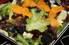 A few berries and some passion fruit added to your salad is a tasty way to impress your family and guests at the cottage. This salad is simple to prepare, goes well with any meal, and lends itself to Cottage Meals, Poppy Seed Dressing, Summer Recipes, Easy Recipes, Spring Mix, Vinaigrette Dressing, Sliced Almonds, Dried Cranberries, Summer Salads