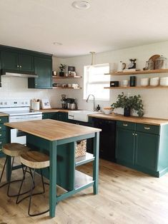 Com teal kitchen cabinets, green kitchen countertops, pain Apartment Kitchen, Home Decor Kitchen, Kitchen Living, Kitchen Interior, New Kitchen, Kitchen Design, Kitchen Grey, Kitchen Wood, Kitchen Corner