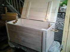 Pallet chest whitewashed