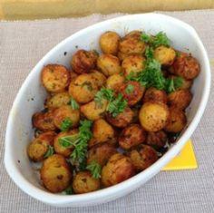 Krydrede kartofler med persille. Kan laves i ovnen eller på grillen. (Recipe in Danish)