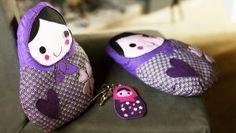 ... de toute urgence, petit coussin ou porte clés, elle est mignonne à croquer. Super facile à réaliser avec les explications vidéo, merci Olivier... Il vous faut tissu fantaisie violet : 1 rectangle de 60 x 25cm tissu uni violet : 1 rectangle de 50 x...