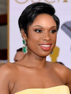Jennifer Hudson's square emerald Lorraine Schwartz drop earrings were not to be missed. After all, the star's bright look was all about pops of color.