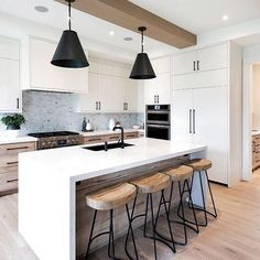 Wanna know what are the Interior kitchen trends for Get inspired and visit. Farmhouse Style Kitchen, Home Decor Kitchen, New Kitchen, Kitchen Dining, Orange Kitchen, Country Kitchen, Kitchen Island, Interior Modern, Interior Design Kitchen