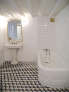 © Aurore Perreaud Décoration - Bordeaux Création d'une salle de bain années 30.