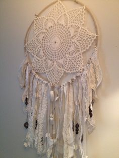 DIY Dreamcatcher- Love this vintage looking dreamcatcher! I want to make something like this for the wall at the head of my bed.