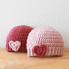 CROCHET BABY HATS A sweet newborn beanie with an easy ribbed brim and heart applique which is sewn on after the hat is completed. Crochet For Kids, Diy Crochet, Crochet Crafts, Yarn Crafts, Crochet Projects, Knitting Projects, Crochet Ideas, Crochet Baby Beanie, Baby Knitting