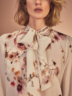 Autumn winter 2016 WOMEN´s SILK SHIRT WITH PRINT AND BOW DETAIL at Massimo Dutti for 120. Effortless elegance!