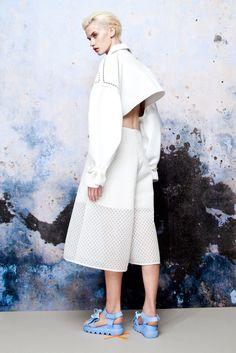 Knitwear for Spring and silicone to wear by Xiao Li Foto Fashion, Sport Fashion, Fashion 2017, New Fashion, High Fashion, Fashion Show, Womens Fashion, Xiao Li, 3d Mode
