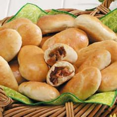 Bacon Buns Recipe...i'll try this out for Schatz. he loves them, who can resist bacon anyways?