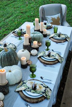 wood chargers + little stump candleholders + green glass + painted stencil on a patterned pillow + gold pumpkins- love all of this!