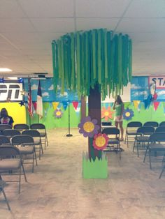 Resultat d'imatges de vbs journey off the map crafts Map Crafts, Paper Streamers, Off The Map, School Decorations, Map Decorations, Birthday Decorations, Jungle Decorations, Picnic Decorations, Vacation Bible School