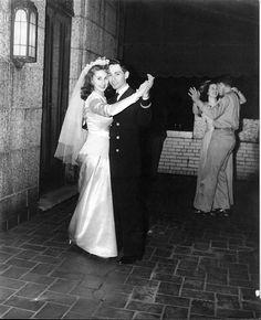 Chic Vintage 1940s Bride& Groom First Dance
