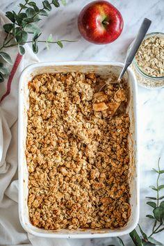 Domowe crunchy z jabłkami - przepis Marty Food Cakes, Fried Rice, Cake Recipes, Fries, Sweets, Healthy Recipes, Vegan, Breakfast, Ethnic Recipes