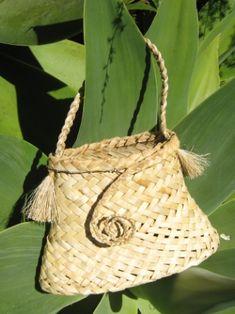 All Flax – Maori flax weaving Flax Weaving, Weaving Art, Basket Weaving, Woven Baskets, Weaving Designs, Weaving Patterns, Sisal, New Zealand Flax, Flax Flowers
