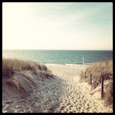Ostsee ... der Moment wenn man ankommt und den ersten Blick über die Düne macht... Wonderful Places, Beautiful Places, Travel Around The World, Around The Worlds, Holidays Germany, Baltic Sea, Ocean Waves, Far Away, Places To Go