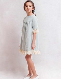 Arras y celebraciones Baby Girl Frocks, Frocks For Girls, Little Girl Dresses, Girls Dresses, Kids Dress Wear, Baby Dress, Little Girl Fashion, Kids Fashion, Baby Girl Frock Design