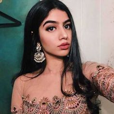 Khushi Kapoor in a selfie. Selfie Poses, Selfies, Indian Look, Insta Photo Ideas, Deepika Padukone, Sonam Kapoor, Bollywood Fashion, Bollywood Style, Indian Celebrities