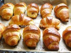 » Cornuri pufoase cu nuci si nutellaCulorile din Farfurie Romanian Food, Pretzel Bites, Cake Cookies, Biscotti, Nutella, Baked Potato, Healthy Recipes, Healthy Food, Ice Cream