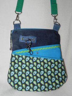 Tasche aus alter Jeans / Bag made from old pair of jeans / Upcycling Altering Jeans, Altering Clothes, Recycle Jeans, Upcycle, Denim Ideas, Denim Crafts, Recycled Denim, Denim Bag, Beautiful Bags