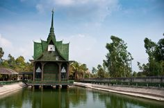 This Serene Temple Was Created Using Something So Unexpected, Your Jaw Will Drop -   It's hard to hate recycling. Sure, it means another bin or two in your home, but it also means fewer landfills in the world. After all, glass, paper, and plastic are all made from finite materials, so recycling lets us use a lot less of the world's non-renewable resources. You probably...