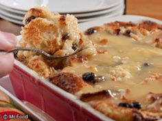 New Orleans Bread Pudding with Bourbon Sauce.       1 quart whole milk      1 loaf French bread, broken into pieces (approximately 9 cups)      3 eggs      3 cups sugar      2 tablespoons vanilla extract      1 cup raisins      1/2 cup (1 stick) butter      1 (5-ounce) can evaporated milk (2/3 cup)      1 egg yolk, beaten      2 tablespoons bourbon Pudding Recipes, Sauce Recipes, Bread Recipes, Cooking Recipes, Donut Recipes, Cajun Recipes, Köstliche Desserts, Delicious Desserts, Yummy Food