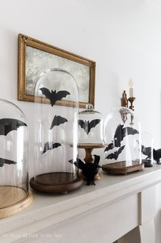 Bat Printable for Halloween 2 Sizes So Much Better with Age Holidays Halloween, Halloween Mantel, Happy Halloween, Halloween Costumes, Farmhouse Halloween, Diy Halloween Bats, Halloween Cloche, Halloween Cubicle, Vintage Halloween Crafts