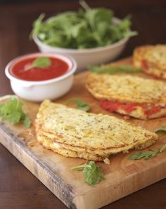 Cauliflower Crust Calzones - One cauliflower crust calzone yields 161 calories, 8.3 grams of fat, 8 grams of carbs and 11 grams of protein.