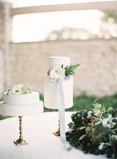 Pretty cakes: http://www.stylemepretty.com/little-black-book-blog/2015/03/27/neutral-la-rio-mansion-wedding-inspiration/ | Photography: Mint - http://mymintphotography.com/