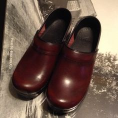 NEW DANSKO Gorgeous oxblood leather Danskos. Never worn, no tags, absolutely MINT condition. Dansko Shoes Mules & Clogs