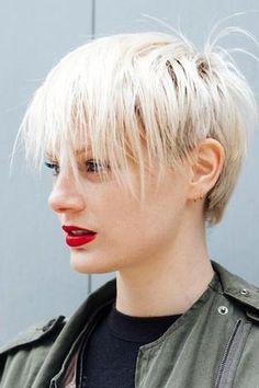 ファッションもヘアスタイルもスタイリッシュな9名をピックアップ。新しいヘアスタイルの参考にして。http://buff.ly/1HYafJH