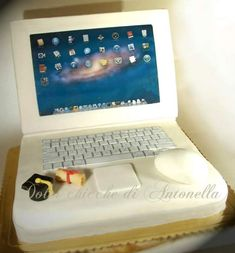 Mac computer Cake!!!  NEED TO GET MY DAD THIS!!!!!!!