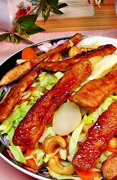 Cabbage Recipes, Pork Recipes, Cooking Recipes, Yummy Recipes, Chestnut Recipes, A Food, Good Food, Delicious Restaurant, Dinner Sides