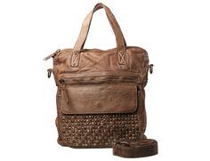 Borsa da giorno in pelle di vitello con tasca esterna borchiata. #resinastyle #bag #bags #daybag #fashion #borse #model #luxurybag #fashionable #handbag #fashionaddict #leather #pelle #handmade #artiginale #fairtrade    http://www.resinastyle.com/country-chic/