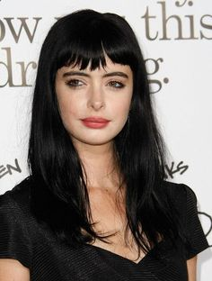 When it comes to short bangs the options are so beautiful and inspiring. Women who go for extra-short bangs seem to have a deep fascinating soul that seeks for Short Choppy Bangs, Long Hair With Bangs, Long Black Hair, Dark Hair, Medium Hair Styles, Short Hair Styles, Hair Trends 2018, Look 2018, Long Layered Haircuts