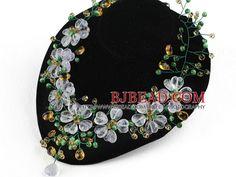 Estilo elegante Crystal Assorted multicolor y collar de ojo de gatos Flower