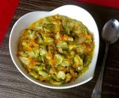 Duszona młoda kapusta - dodatek do obiadu - Blog z apetytem Polish Recipes, Guacamole, Salad Recipes, Side Dishes, Salads, Food And Drink, Cooking Recipes, Dinner, Vegetables