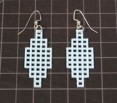 I picked up some more plastic canvas because I thought I'd be able to advantage of its grid pattern to make some jewelry. Plastic canvas ...