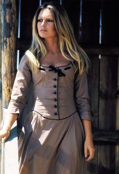 Brigitte Bardot in Les Pétroleuses