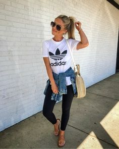 Athleisure outfits / adidas trefoil tee / casual summer spring outfits / leggings and oversized tee Look Fashion, Fashion Outfits, Womens Fashion, Fashion 2017, Fashion Clothes, Trendy Clothing, Woman Outfits, Ladies Fashion, Fall Outfits