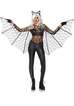 2 Delig Black Magic Bat kostuum set. Een wet look catsuit met kant inzet, rits op de rug, kanten mouwen en vleugels met de vinger lussen. Bijpassende diadeem met kanten oortjes.