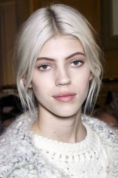 bleach blonde / rooty look, white hair, bleached hair, platinum hair, bleached Hairstyles Haircuts, Pretty Hairstyles, Hair Pale Skin, Dewy Skin, Fall Hair Trends, Gorgeous Hair Color, Brown Blonde Hair, White Blonde, Silver Blonde