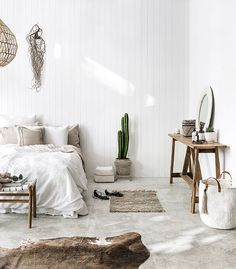 Déco ethnique chic, inspirations sur Lovely Market - Olivia S. Interior, Home, Home Bedroom, Bedroom Interior, House Interior, Minimalist Bedroom, Bedroom Design Inspiration, Coastal Bedrooms, Interior Design