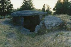 """Núcleo Megalítico do Mezio - Arcos de Valdevez.   No núcleo megalítico conhecido por """"Antas do Soajo"""", encontra-se um conjunto com cerca de uma dezena de monumentos, distribuídos por um planalto de aproximadamente 2km. A área inclui três monumentos posteriormente valorizados e intervencionados cientificamente, as mamoas."""
