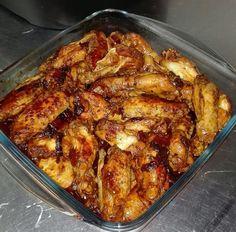 ALITAS CASERAS FUSSIONCOOK: Dentro de la cubeta 1 kilo y medio de alitas, ajo,perejil,orégano, 1 cebolla laminada, 1/2 pimiento rojo,sal ,1 pastilla de caldo de pollo y muy poco aceite. Rehogar durante 30mn aprox. en menú al gusto 170º con la olla abierta. Pasado el tiempo añadir 1 cda tomate frito, remover y añadir un chorro vino blanco, evaporar un poco, añado 1/2 vaso de agua, tapar y Menú carne 8 mn.