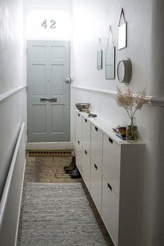 Smart DIY Small Apartment Decorating Ideas on A Budget - Page 9 of 56 Small Hallway Furniture, Narrow Hallway Decorating, Small Apartment Decorating, Decorating Small Spaces, Entryway Decor, Decorating Ideas, Entryway Ideas, Hallway Ideas, Decor Ideas