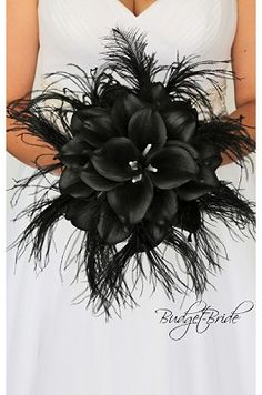 Gothic Wedding Flower Brides bouquet with black calla lilies and black feathers Lily Bouquet Wedding, Feather Bouquet, Bride Bouquets, Wedding Flowers, Flower Bouquets, Black Calla Lily, Black Bouquet, How Many Bridesmaids, Black Bride